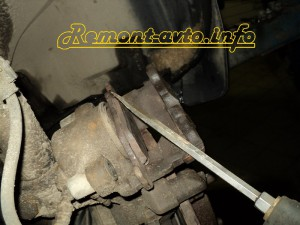ZЗамена передних тормозных дисков и колодок на Ford Ka  - Remont-avto.info