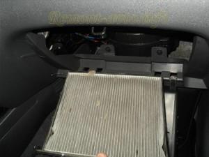 Самостоятельная замена фильтра салона на автомобиле Киа Рио (Kia Rio)