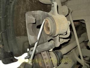 Самостоятельная замена передних колодок на автомобиле тойота королла.