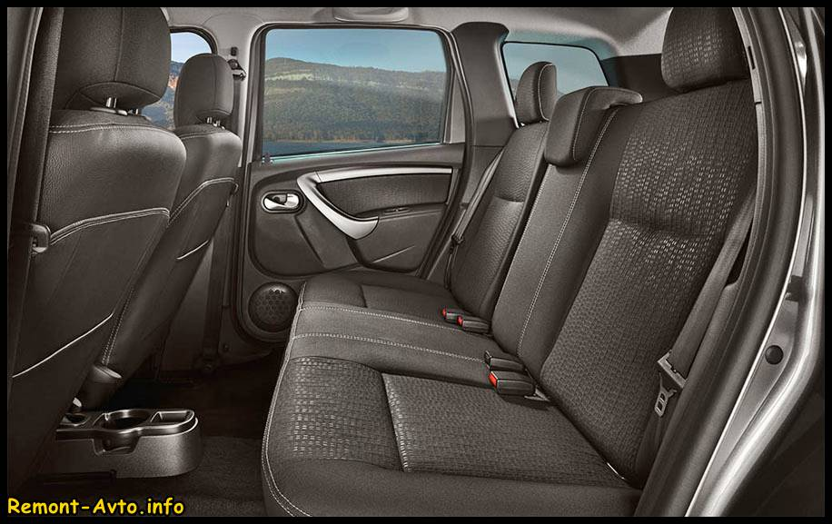 Ниссан Террано в новом кузове 2015 года, фото салона, задние сидения авто
