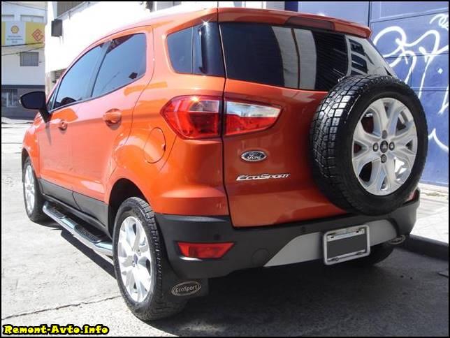 Ford EcoSport (2015-2016) вид сзади